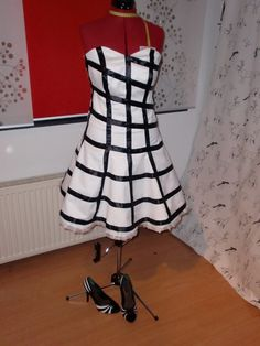 This dress was inspired by the Ozdust ballroom scene from the musical Wicked Ozdust black and white dress Wicked Costumes, Cosplay Costumes, Wicked Musical, Ballroom Costumes, Casual Cosplay, Only Fashion, Disneybound, Costume Dress, Musicals