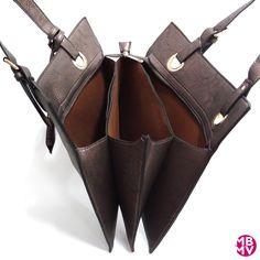 Bolso Para Diario Color Plata Oscuro, de MBMV. Si te gustan los departamentos, éste es tu bolso!! 3 departamentos principales y dos secundarios.