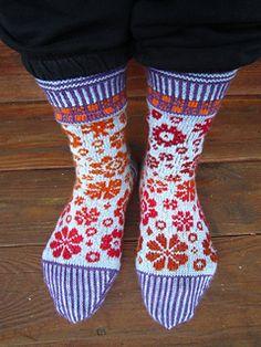 Ravelry: Socks Latvian Blooms pattern by Dela Hausmann Fair Isle Knitting, Knitting Socks, Free Knitting, Knit Socks, Weaving Patterns, Knitting Patterns, Crochet Patterns, Floral Patterns, Ravelry