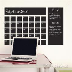 To do list calendario Esse adesivo é uma película de cor preto fosco que você pode escrever com giz de cera ou com giz de quadro negro ou então com caneta para quadro. Encaminhamos no tamanho de 100 cm X 50 cm pode ser colado em todo tipo de parede, portas, móveis...