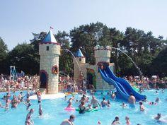 Of het nu regent of je zoekt verkoeling tijdens een hete zomerse dag, een dagje naar een zwemparadijs kan altijd. Dit zijn de 15 leukste! Days Out With Kids, Parenting Done Right, Day Trips, Family Travel, Cool Kids, Places To See, Netherlands, Activities For Kids, Dolores Park