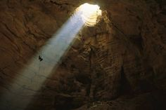 Caverna de Majlis al Jinn, Omán Fotografía de Stephen Alvarez Foto: National Geographic National Geographic Images, Adventurous Things To Do, Color Of Life, Places To Go, Most Beautiful, Beautiful Places, Around The Worlds, Photography, Amazing Places