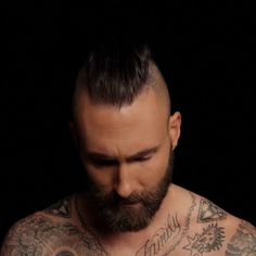 Music Tv, New Music, Adam Levine Haircut, Pop Rock Bands, Adam And Eve, Animal Wallpaper, Maroon 5, Record Producer, American Singers