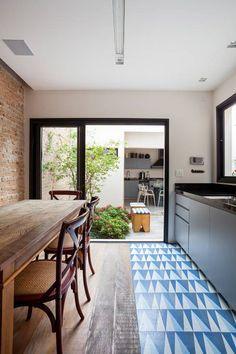 Casa Moema: Cozinhas Eclético por Tria Arquitetura