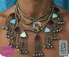 ¿Tienes algún evento en las próximas fechas? El vestido comprado, los zapatos listos... si aún no has pensado que complementos llevarás, ¿Que te parecería lucir un collar como este de la colección de Hippie Happy? Vestirá cualquier look y será el complemento ideal para ese día tan especial. Si te gusta este collar, no dudes en contactarnos...  #modamujer #Cyan #étnico  #hindú #India #Pakistán #HippieHappy #exclusiva #artesanía #collares #pedrería #fiesta #eventos #hindu #étnico #etnico