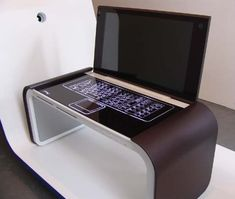 22 Amazing Futuristic Laptop and Netbook Designs Used Computers, Laptop Computers, Future Computers, Model Supplies, Computer Workstation, Best Computer, Gadgets And Gizmos, Decorating Tips, Futuristic