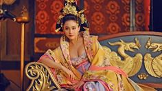 The Empress of China 武则天 Wu Zetian cast Fan Bingbing (in the titular role from the energetic, playful younger version Wu Mei Niang to Wu Zetian, Fan Bingbing, Oriental Fashion, Asian Fashion, Oriental Style, Traditional Fashion, Traditional Outfits, Empresses In The Palace, The Empress Of China