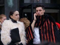 En complementos, para el día o para la noche, la opción del pelo es la mejor en París @rociomaestre