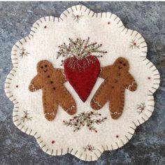 Ginger & Spice Pattern 2019 Ginger & Spice is a wool applique mat that finishes approx. Motifs Applique Laine, Wool Applique Patterns, Felt Applique, Felted Wool Crafts, Felt Crafts, Resin Crafts, Felt Christmas Ornaments, Christmas Crafts, Christmas Tree