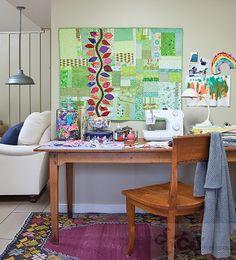 Quilting tutorials by Julie Herman of Jaybird Quilts Jaybird Quilts, Scrappy Quilts, Sewing Desk, Sewing Rooms, Colorful Quilts, Small Quilts, Quilting Tutorials, Quilting Designs, Quilting Room