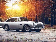 Vintage Aston Martin DB5 HD Desktop Wallpaper