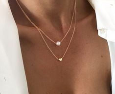 Double chain necklace with coronary heart and pearl pendant. This double chain necklace is a timeless one which ladies won't ever be capable to depart. Chain: Free present packaging Metal Necklaces, Jewelry Bracelets, Pearl Pendant, Pearl Necklace, Cool Things To Buy, Pendants, Fancy, Jewels, Woman
