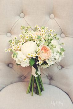 daisies Simple yet pretty bouquet for an outdoor meadow