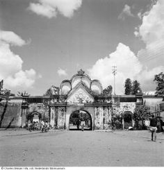 Visit the National Museum of Photography in Rotterdam. Our museum is open from tuesday until sunday. Find out what is currently on view Old Pictures, Old Photos, Borobudur Temple, Dutch East Indies, Colonial Architecture, History Photos, Yogyakarta, Historical Pictures, Ancient Civilizations