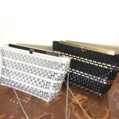 ラメルヘンテープで作るキラキラバッグです。長財布がギリギリ入る大きさのポシェットです。チェーンをはずして、クラッチに。ポーチとしてもお使いいただけます。