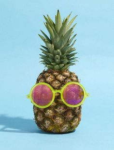 Afbeelding via We Heart It https://weheartit.com/entry/137919039/via/25504395 #food #fruit #FRUiTS #like #love #lovely #pineapple #summer #sun #sunglasses