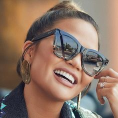Round face shape for sunglasses and glasses is defined by an even height-weight ratio and softer features and prefer more angled styles. Types Of Sunglasses, Quay Sunglasses, Stylish Sunglasses, Sunglasses Accessories, Fashion Accessories, Mens Sunglasses, Summer Sunglasses, Sunnies, Round Face Sunglasses