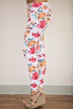 Walk With You Floral Leggings White - The Pink Lily Patterned Leggings, Floral Leggings, Trendy Fashion, Fashion Outfits, Fashion Trends, Cute Clothes For Women, Pink Lily, Hello Gorgeous, Leggings Fashion