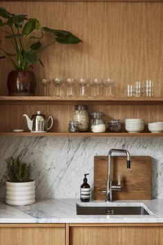 A Warm Stockholm Apartment with Oak Touches - The Nordroom Home Interior, Kitchen Interior, Kitchen Decor, Kitchen Design, Stockholm Apartment, Modern Rustic Homes, Cuisines Design, Home Living, Interiores Design