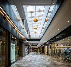 Ran & Morris integrates fashion, fun and functionality in Serbian shopping centre - News - Frameweb Mall Design, Lobby Design, Commercial Design, Commercial Interiors, Paving Pattern, Art Deco Door, Building Front, Supermarket Design, Courtyard Design