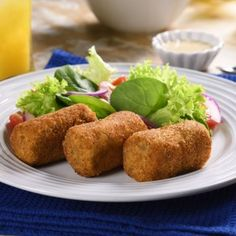 These delicious tuna croquettes stuffed with cheese will delight your family, because they are the perfect combination of flavor. With its crunchy breaded will be the ideal choice at meal time. Mexican Food Recipes, Snack Recipes, Cooking Recipes, Healthy Recipes, Ethnic Recipes, Wok, Yogurt Chicken, Salmon Pasta, Dominican Food