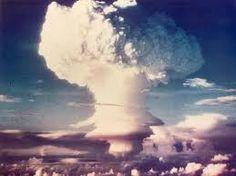 hier is een atoombom ontploft. Je kunt zien dat het een enorme schade maakt