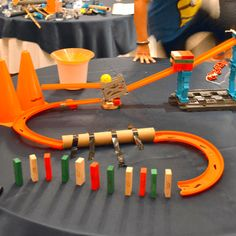 Rube Goldberg and the Meaning of Machines - Lesson - TeachEngineering Physics Projects, Science Projects For Kids, Engineering Projects, Stem Projects, Diy Crafts For Kids, Activities For Kids, Steam Activities, Rube Goldberg Projects, Simple Machine Projects