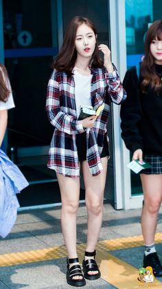 Kpop Fashion, Korean Fashion, Fashion Online, Fashion Outfits, Fashion Trends, Airport Fashion, Female Fashion, Basic Outfits, Korean Outfits