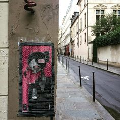 By @alo_art  #streetart #streetartist #urbanart #urbanartist #graffiti #graff #graffitiwall #wall #wallporn #wallpornart #streetarteverywhere #streetphoto #streetartandgraffiti #urbanwalls #graffart #spray #bombing #collage #pochoir #sticker #instagraff #streetartparis #parisgraffiti Rue du Temple #paris #75003 #lemarais