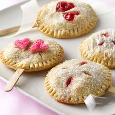 Make your own edible wedding favors - pie pops!