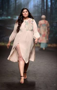 Tips To Choose The Right Apparel For Plus Size Women is part of Fashion - size is never ever considered in front of fashion and so plus size women can find the apparel of their choice Churidar, Anarkali, Lehenga, Saree, India Fashion Week, Lakme Fashion Week, Plus Size Girls, Plus Size Women, Plus Size Dresses