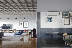 Connection Dining Room and Living by Filipe Ramos Design.  Apartment situated at the top of Edifício Três Marias at the corner of Av. Paulista and R. Haddock Lobo at Jardins neighbourhood in São Paulo, Brazil.