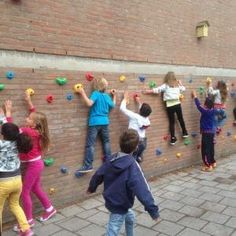 60+ ideeën om leerlingen méér te laten bewegen op school - Gymspiratie - Voor iedere gymles een goed idee! Outdoor Learning, Outdoor Activities, Natural Playground, Playground Ideas, Main Gate Design, Learning Environments, Physical Education, School Projects, High School