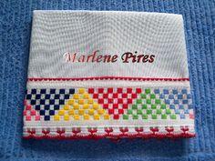 http://artesmarlenepires.blogspot.com.br/2011/03/panos-de-prato.html                                                                                                                                                                                 Mais