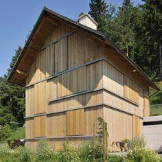 Kombinat // House HV // sliding window shutters