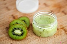 We manufacturing a kiwi face scrub exfoliator for facewash, Cream & others.Kiwi fruit has a very high anti-oxidant potential, Its seeds oil contains over omega 3 fatty acids in the form of alpha-linolenic acid and around omega 6 as linolenic acid. Diy Face Scrub, Diy Scrub, Diy Beauté, Diy Spa, Brit, Sugar Scrub Homemade, Exfoliating Scrub, Facial Scrubs, Body Scrubs