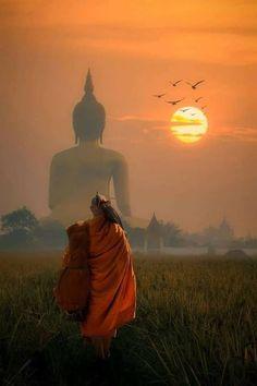 Monk walking dhutanga behind Big Buddha © Santi Foto Art Buddha, Buddha Kunst, Buddha Painting, Buddha Buddhism, Buddhist Monk, Gautama Buddha, Buddhist Temple, Buddhism Wallpaper, Amitabha Buddha