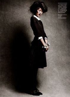 https://multiplefashiondisorder.wordpress.com/2011/01/14/classics-re-presented/liu-wen-in-chanel-by-victor-demarchelier-for-vogue-china-february-2011-classics-re-presented-06/