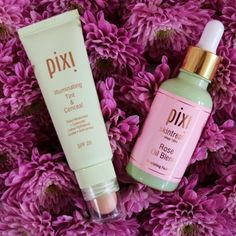 Our secret to an illuminated, radiant complexion? Mix 2 drops of Rose Oil Blend with the tinted moisturizer in Illuminating Tint and Conceal!