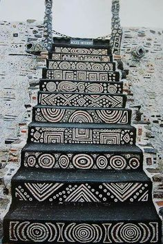 Staircase in the Robert Tatin Museum in Cossé-le-Vivien, France. Robert Tatin was a French artist and outsider-architect African Design, African Art, African Tribal Patterns, African Textiles, African Room, Aztec Patterns, African Symbols, African House, African Culture