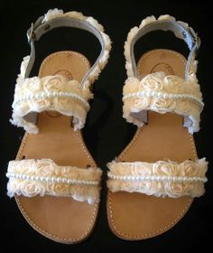 Handmade real leather sandals with mini flower and pearls!