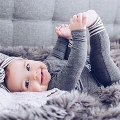How many baby clothes do I need? My minimalist baby clothing essentials – Cute Adorable Baby Outfits So Cute Baby, Lil Baby, Baby Kind, Little Babies, Cute Kids, Cute Baby Smile, Beautiful Children, Beautiful Babies, Foto Baby
