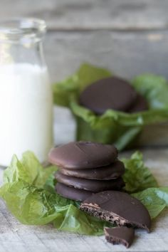 Gluten Free Thin Mint Cookies --- because nobody should have to miss out on America's favorite cookie --- and this diy Girl Scout Cookie is even better than the original! Gluten Free Treats, Gluten Free Cookies, Gluten Free Baking, Gluten Free Desserts, Best Cookie Recipes, Gf Recipes, Dessert Recipes, Cooking Recipes, Free Recipes