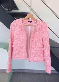 À vendre sur #vintedfrance ! http://www.vinted.fr/mode-femmes/autres-manteaux-and-vestes/28212313-veste-tweed-rose
