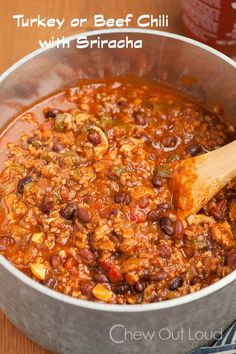 Turkey or Beef Chili with Sriracha (Slow Cooker) Recipe ~ It's chock full of lean ground turkey or beef, veggies, beans, broth, and herbs. It's a huge burst of savory flavor in your mouth. It absolutely hits the spot and satisfies any chili craving... Leftovers are incredible!
