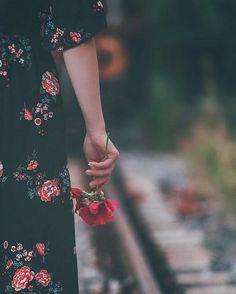 Cute Photos Ideas Alone Sad Girl Photography, Alone Photography, Hand Photography, People Photography, Creative Photography, Landscape Photography, Photography Ideas, Travel Photography, Photography Flowers