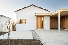 Yes a developer. White Exterior Houses, Exterior House Colors, House With Porch, House Roof, Brick Roof, Roof Cladding, Save For House, Weekend House, Modern Architecture House