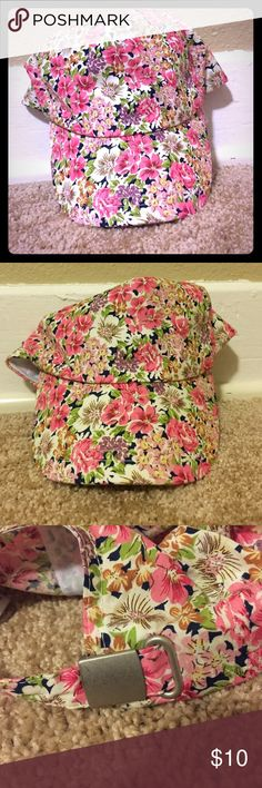 Adorable baseball cap This is perfect for those bad hair days! Super cute floral fitted cap that goes with a lot because of all the colors! Like new condition. Forever 21 Accessories Hats
