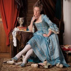 Historical costuming and vintage sewing projects, with dress diaries and research on period dress from the 16th to the 20th century.