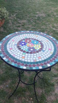 Mosaic Tile Designs, Mosaic Diy, Mosaic Garden, Mosaic Crafts, Mosaic Patterns, Mosaic Glass, Mosaic Tiles, Mosaic Patio Table, Mosaic Coffee Table